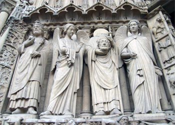 sattues on Cathedral in Notre Dame Paris